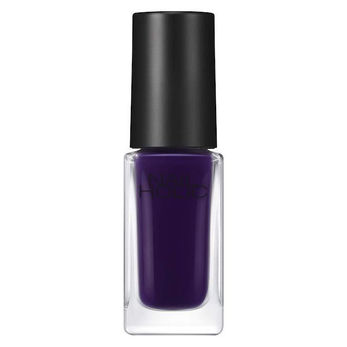 深紫色指甲油